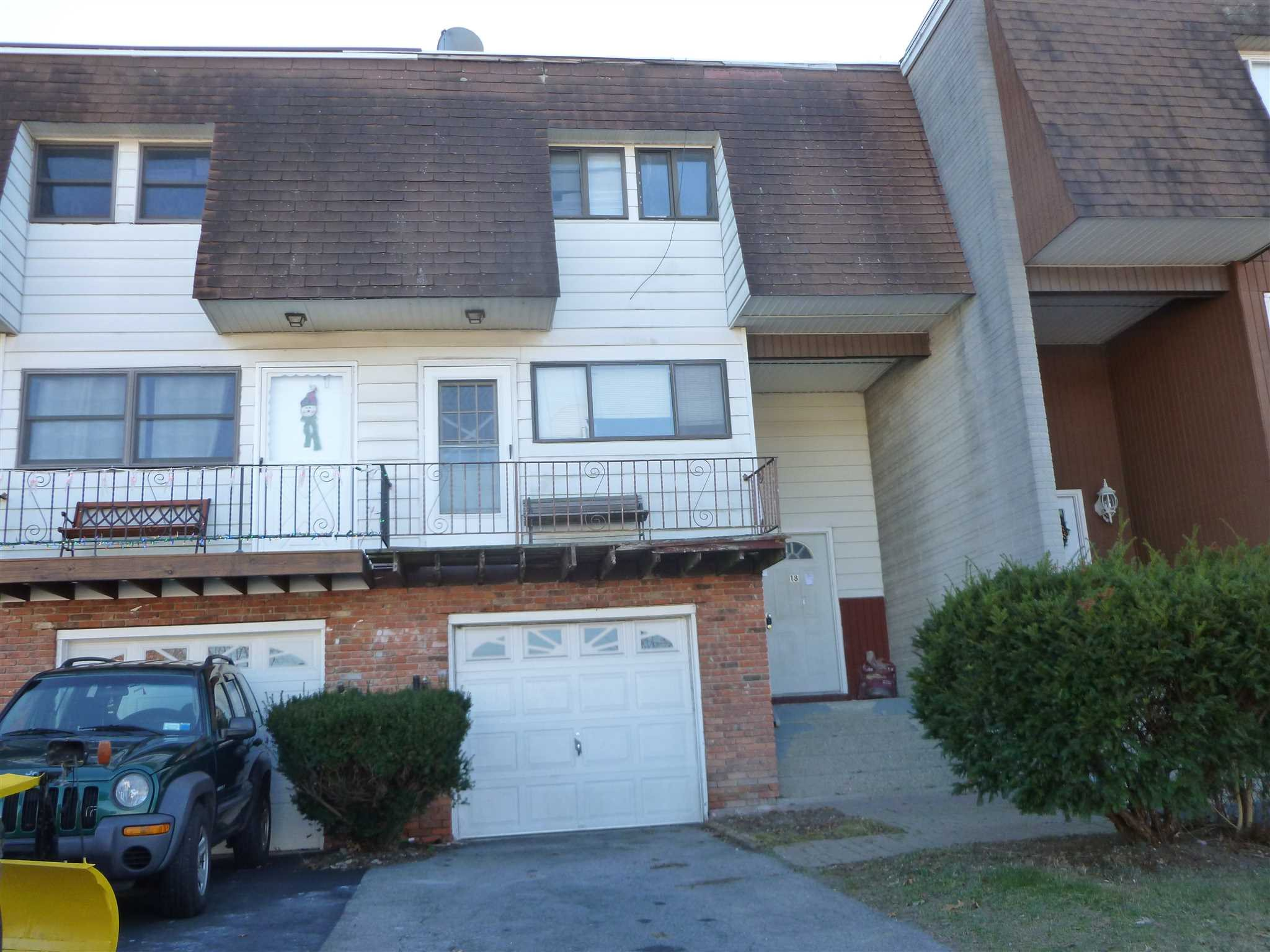 Single Family Home for Sale at 18 RUSSETT ROAD 18 RUSSETT ROAD Hyde Park, New York 12601 United States