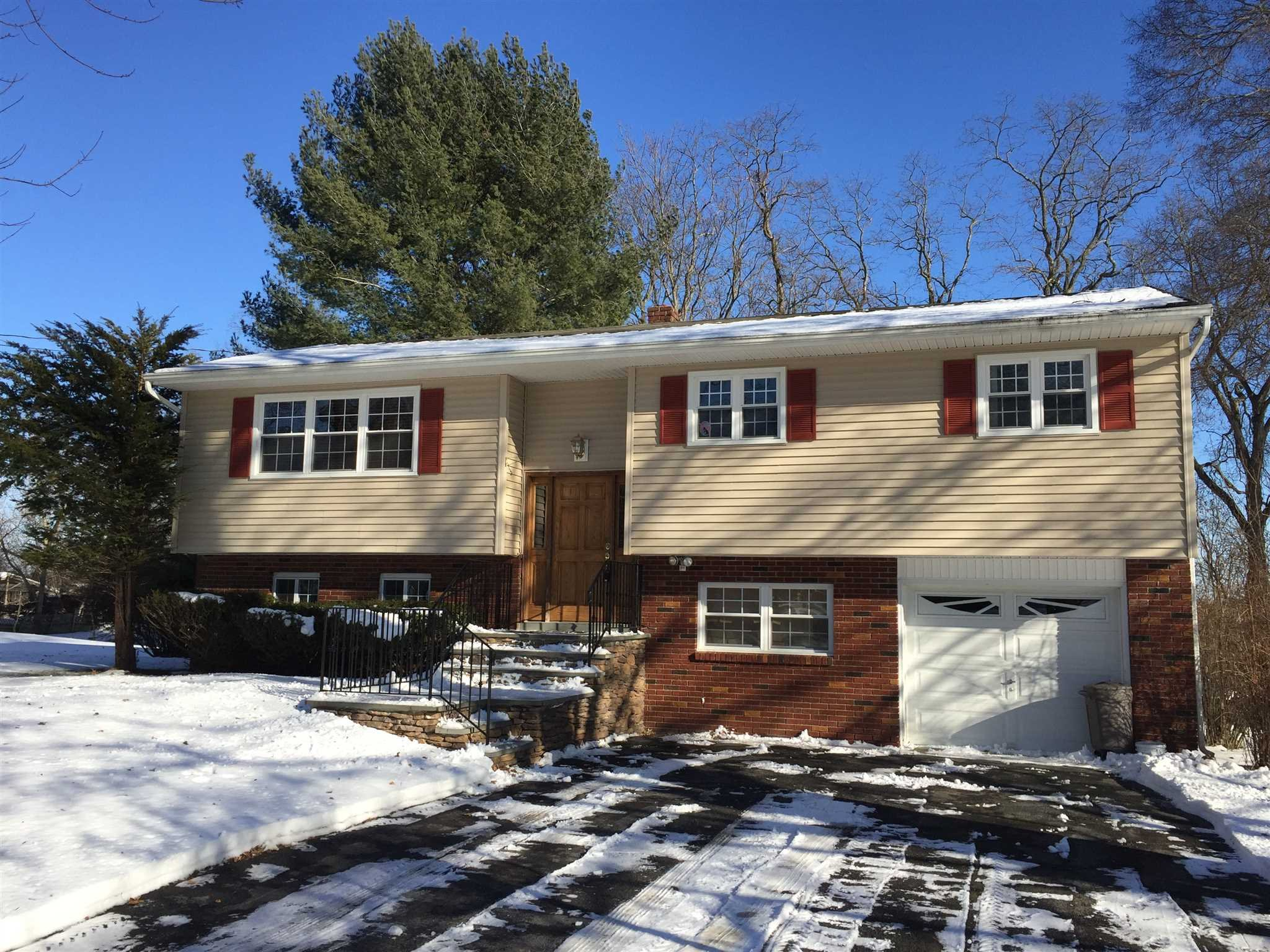 Single Family Home for Sale at 52 OVERLOOK 52 OVERLOOK Red Hook, New York 12572 United States
