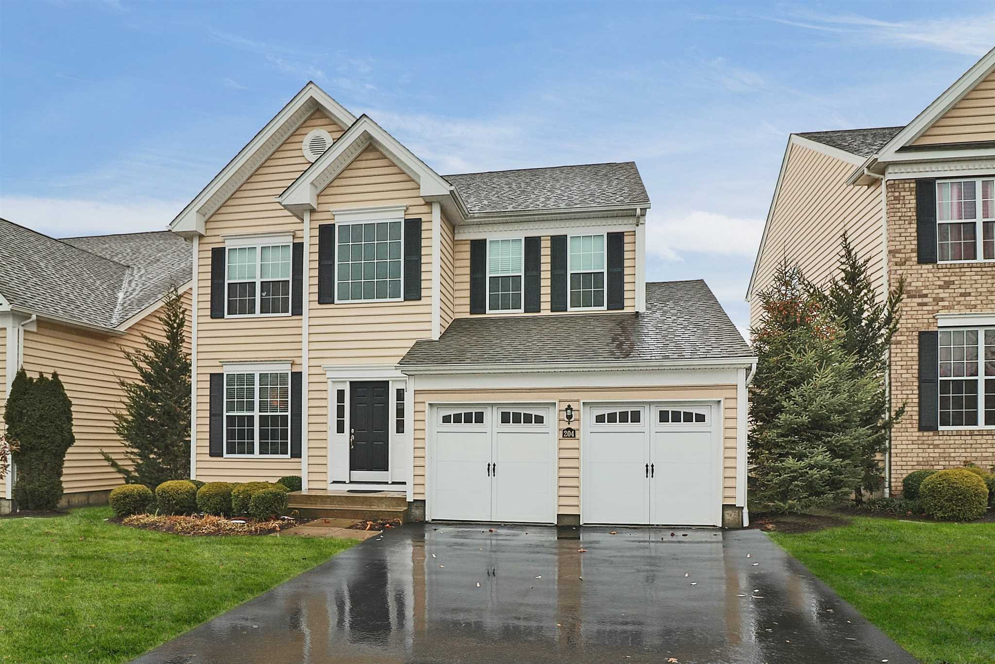 Single Family Home for Sale at 204 ROOSEVELT Drive 204 ROOSEVELT Drive Fishkill, New York 12524 United States