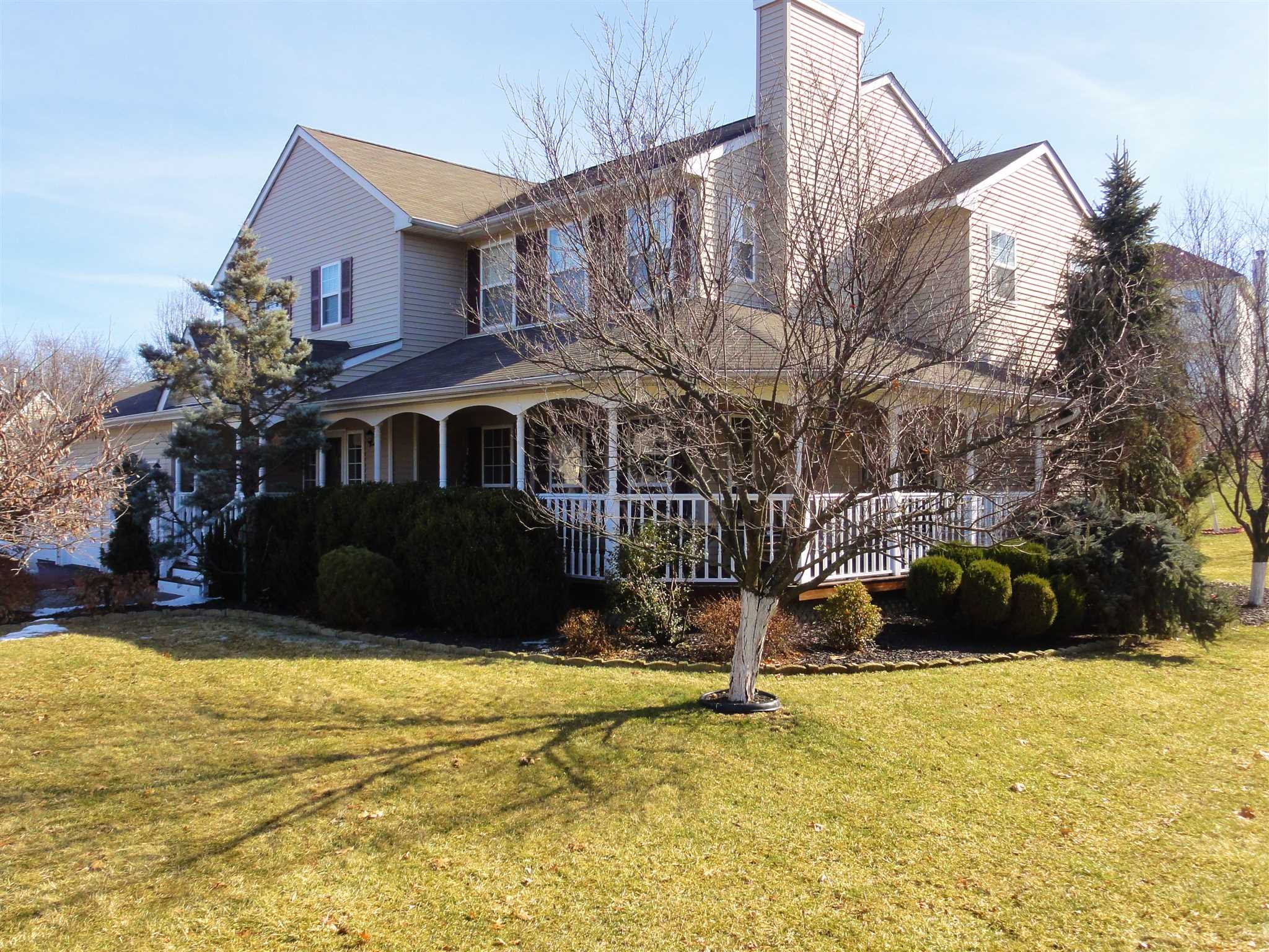 Single Family Home for Sale at 4 BARBERRY Lane 4 BARBERRY Lane Fishkill, New York 12590 United States