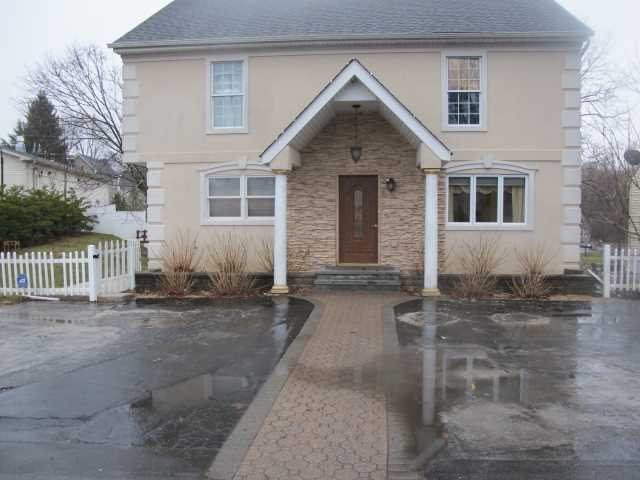 Single Family Home for Sale at 2 GREENBUSH Drive 2 GREENBUSH Drive Hyde Park, New York 12601 United States