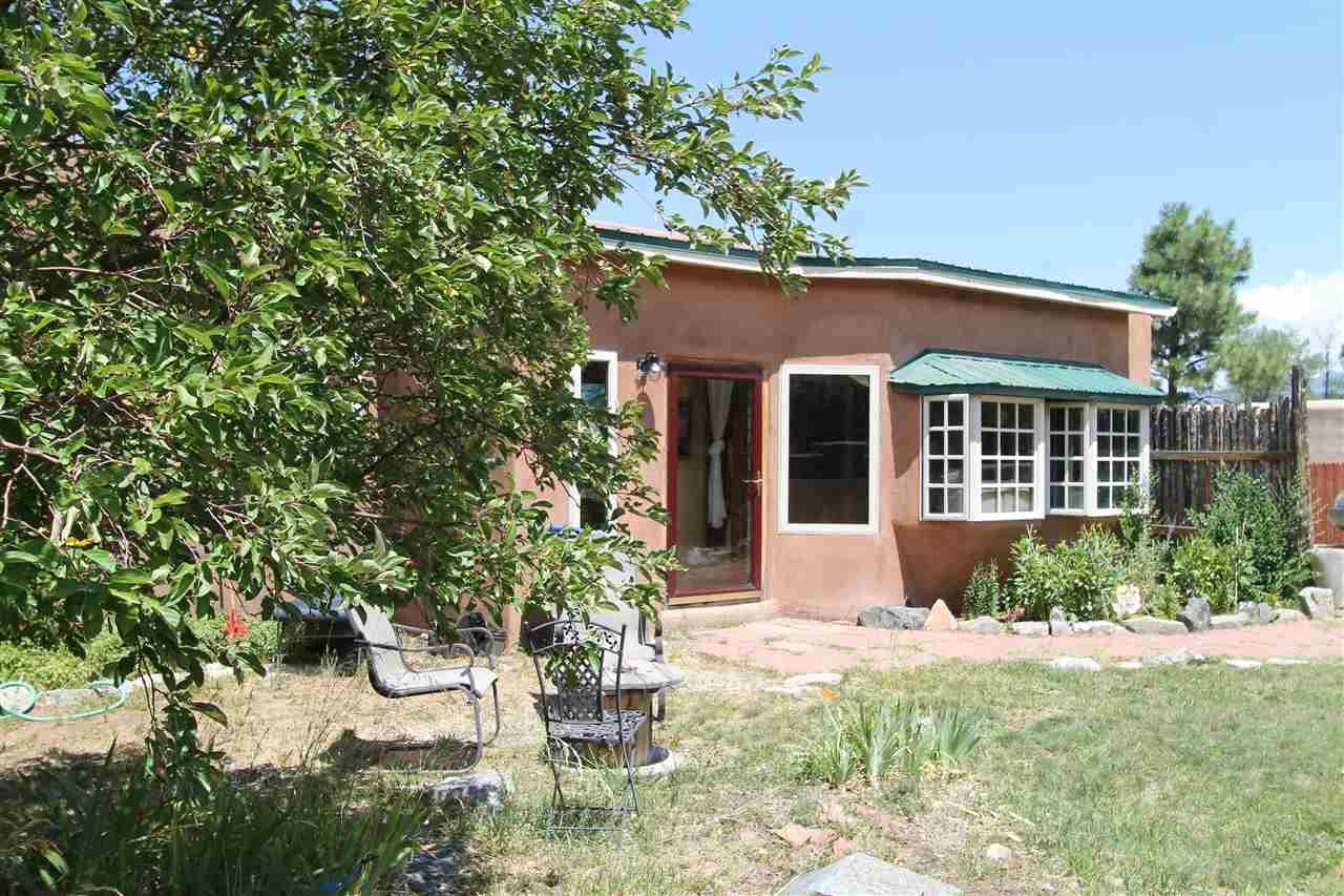728 Zuni, Taos, NM 87571
