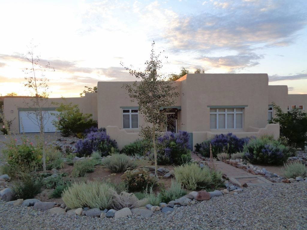 24 Irish Road, Ranchos de Taos, NM 87557