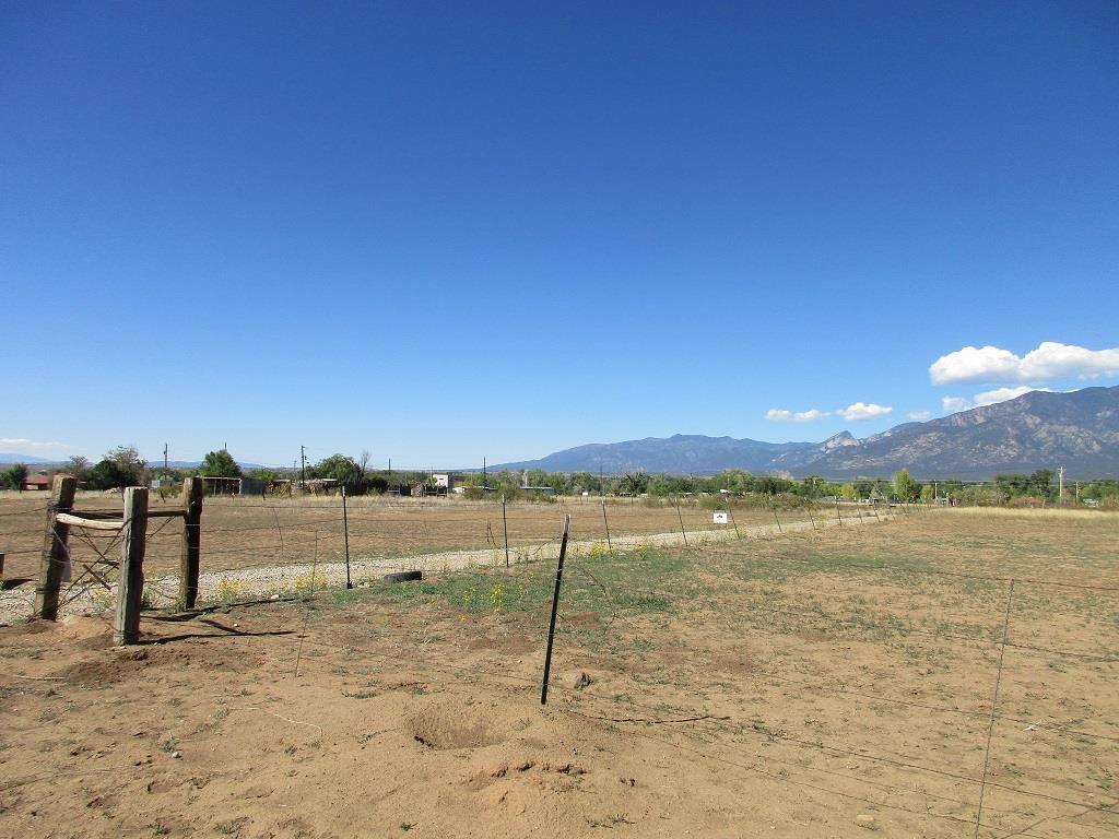 Tract 7 Camino Anglada, Taos, NM 87571
