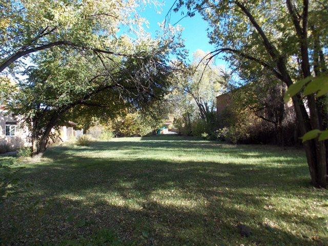 32 Hinde Street, Taos, NM 87571