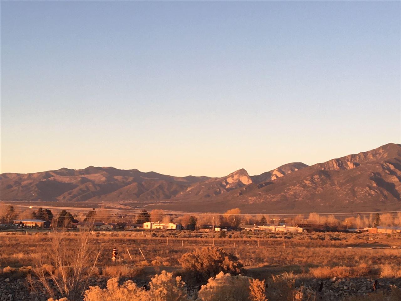 . Plaza Canon Drive, Taos, NM 87571