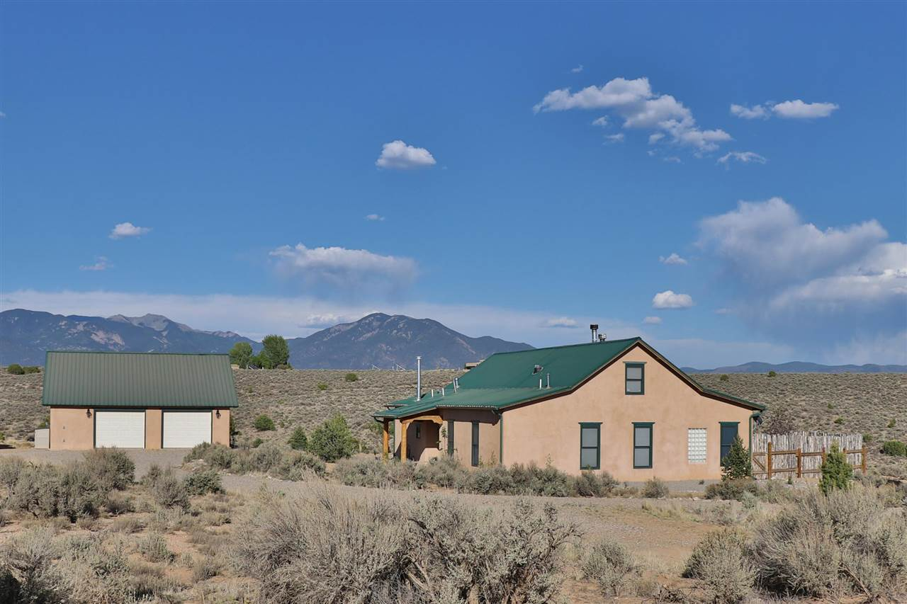 415 Tune Drive, El Prado, NM 87529