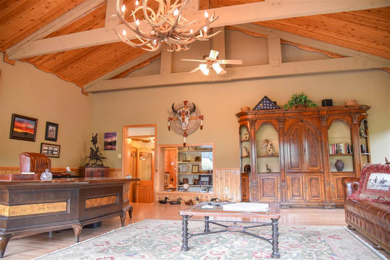 96 Valley of the Pines, Red River, NM 87558