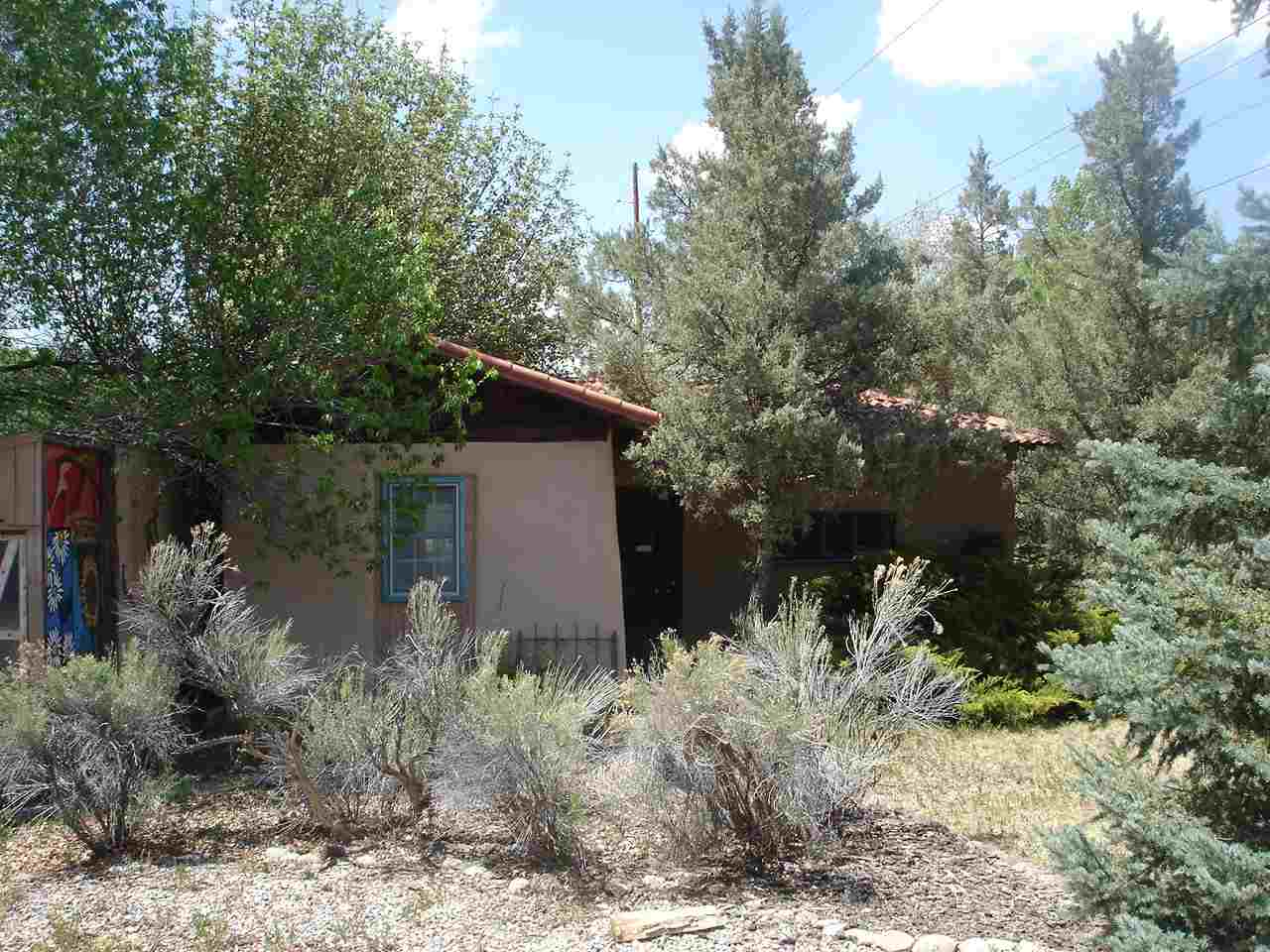 222 Highway 240, Ranchos de Taos, NM 87557