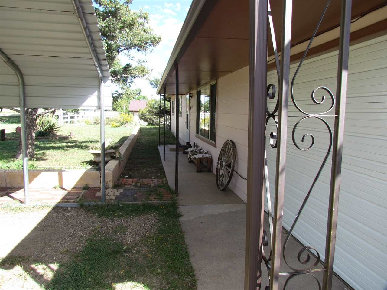 224 6th St, Cimarron, NM 87714