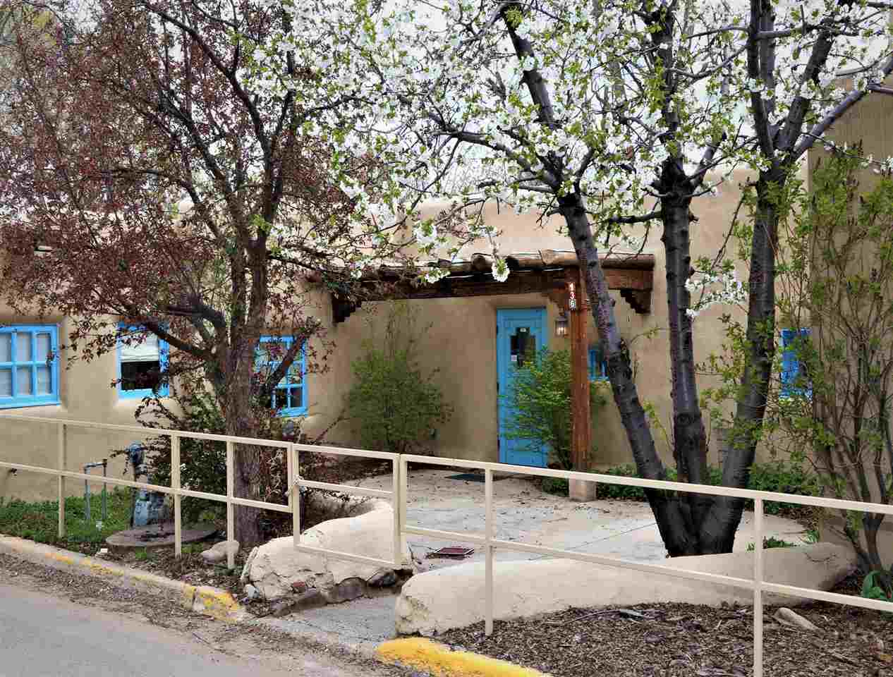 136 Bent Street, Taos, NM 87571