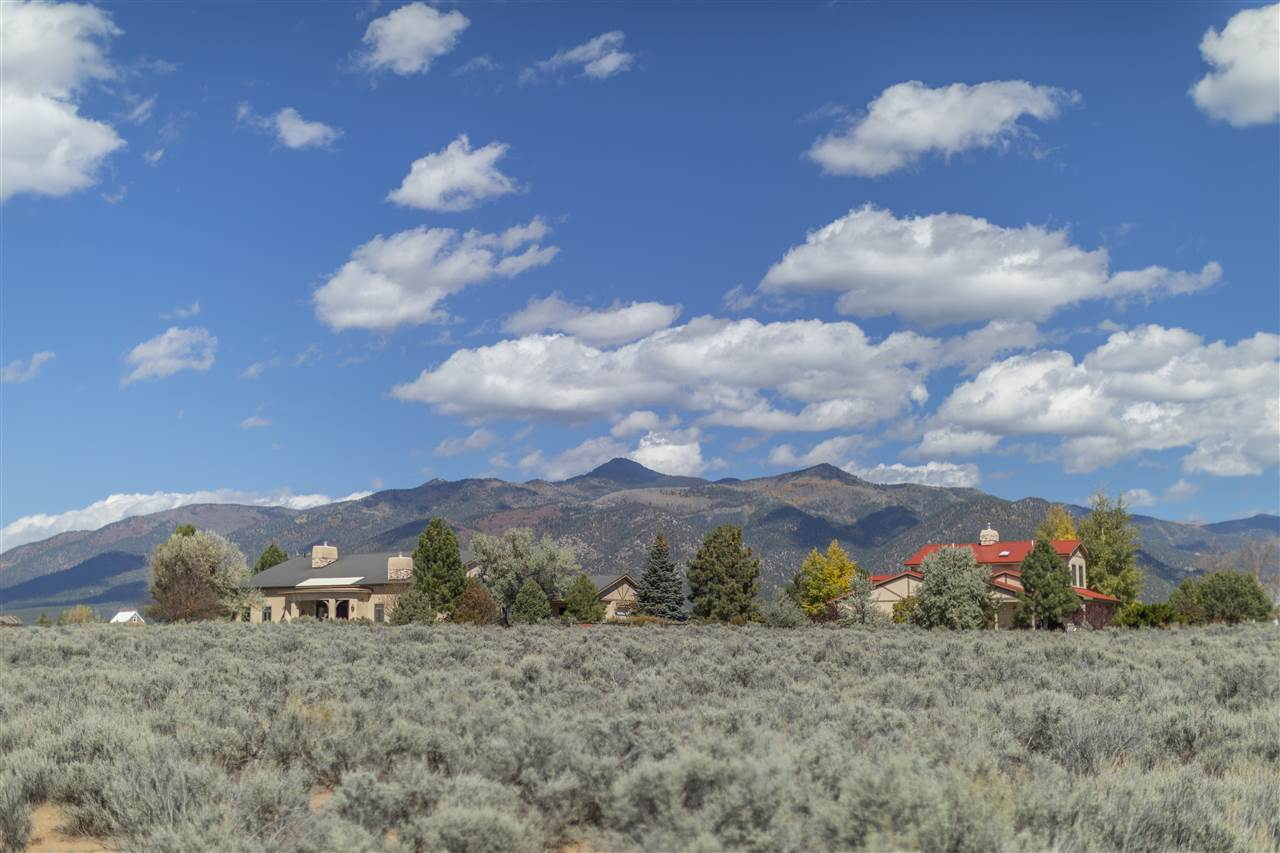 70 Sol Grande, Arroyo Seco, NM 87514