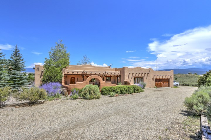 359 Los Cordovas Road, Taos, NM 87571