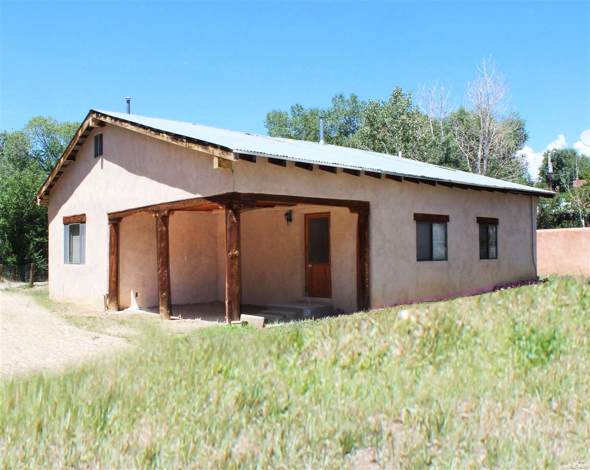 241 Simpson, Taos, NM 87571