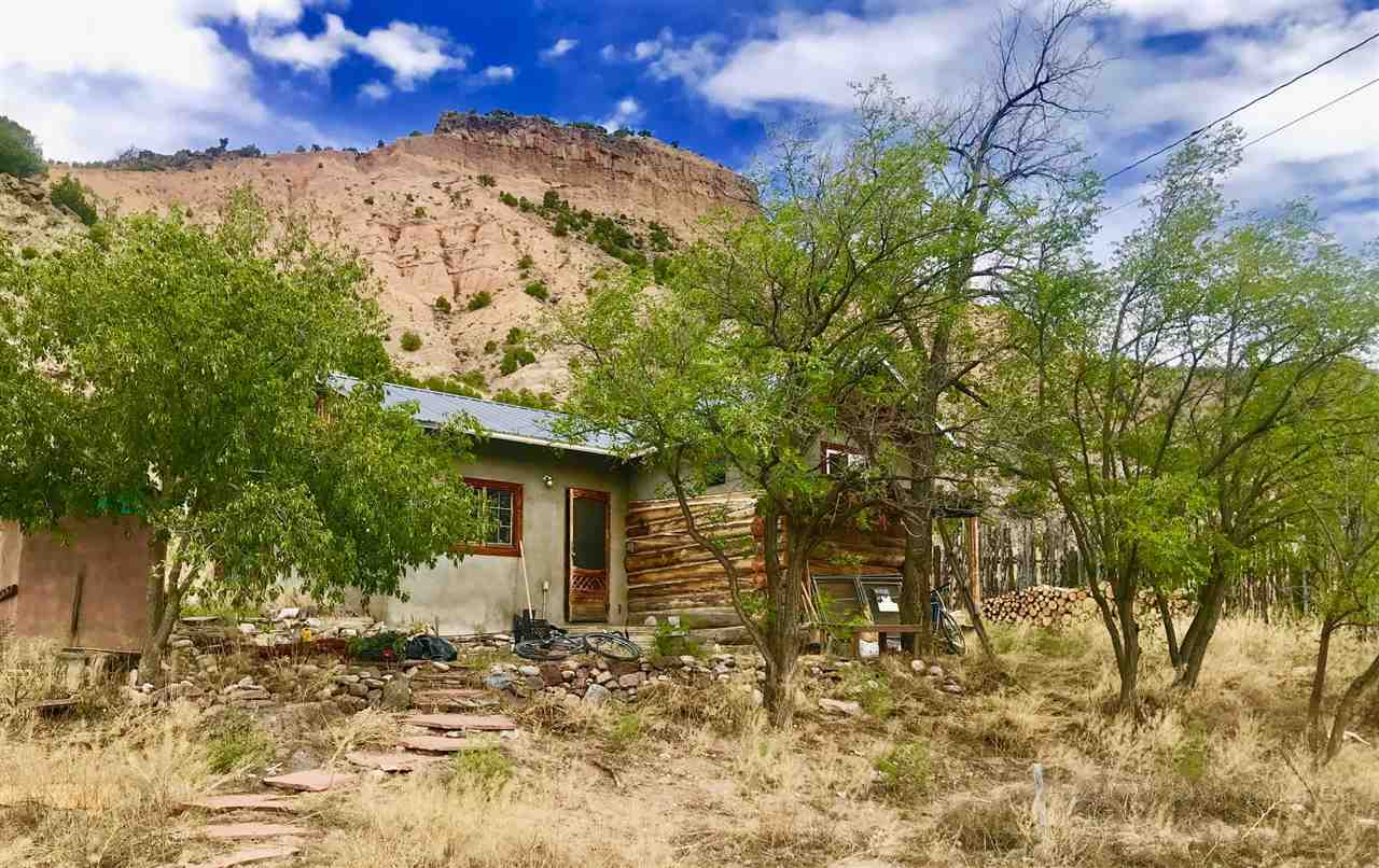 40 Dolores Rd, Pilar, NM 87531