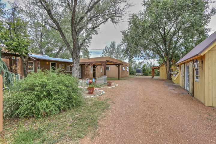 16 Rim Road, Arroyo Seco, NM 87514