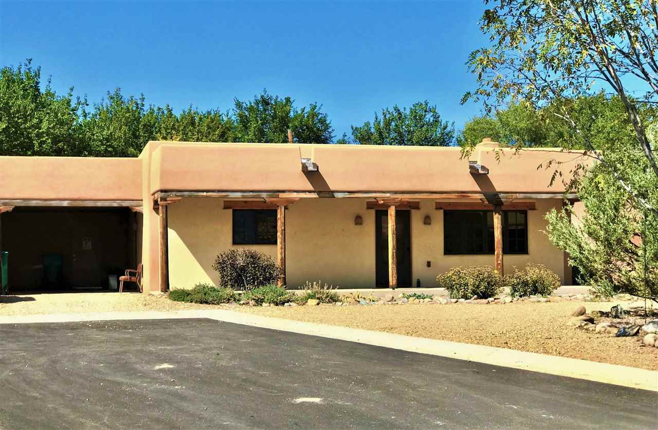 317 Pond Court, TAOS, NM 87571