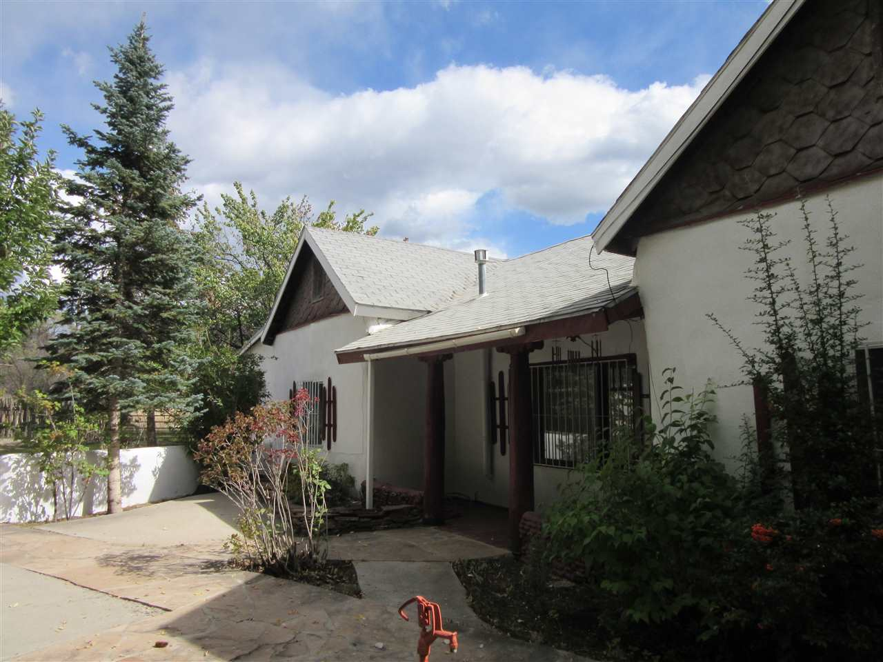 47 Valerio Road, Ranchos de Taos, NM 87557