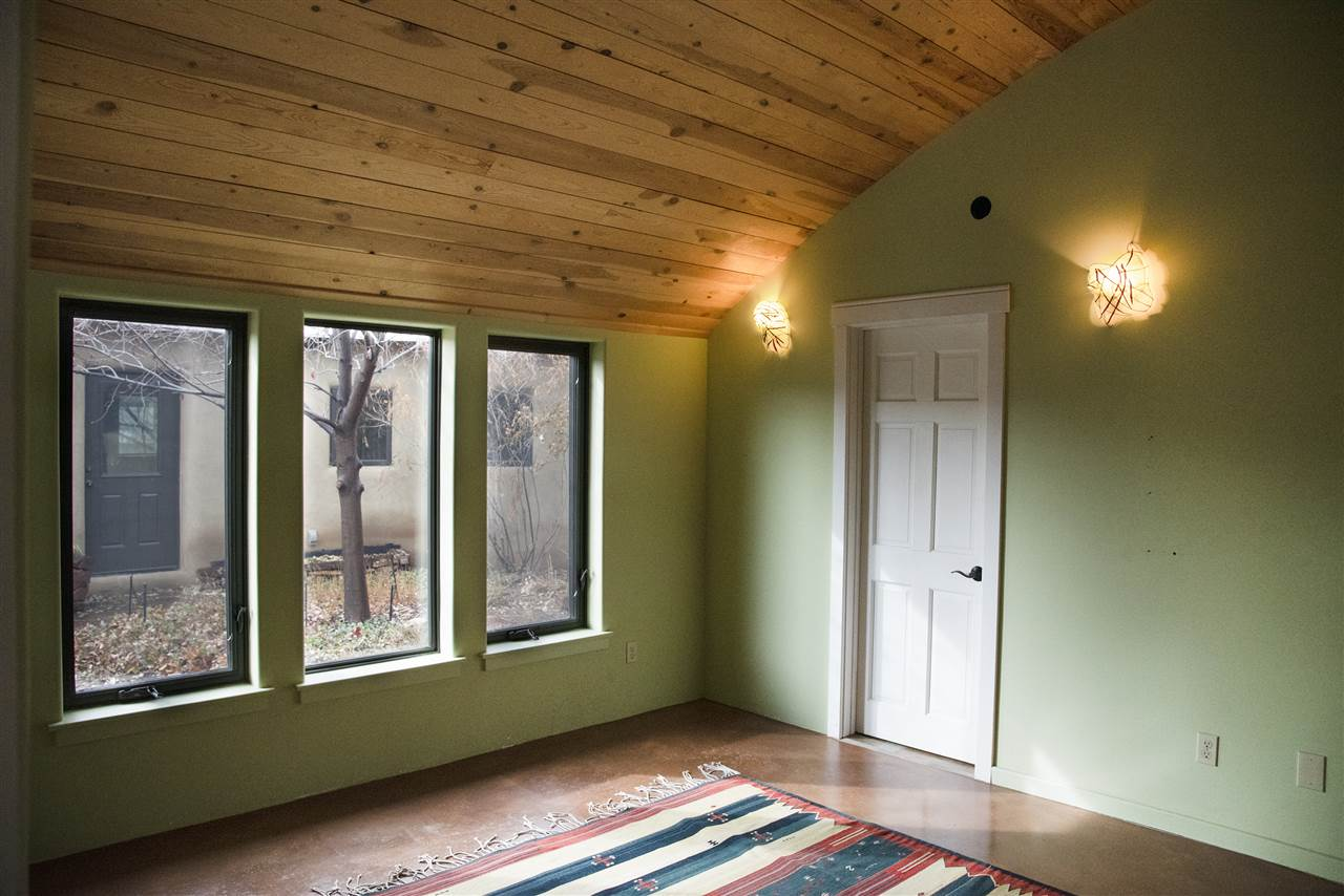 425 Valverde Commons Drive, Taos, NM 87571