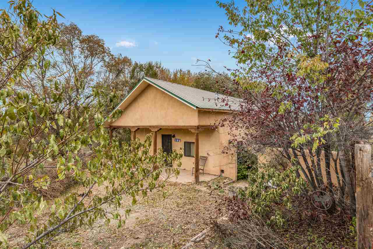 14 Valerio Road, Ranchos De Taos, NM 87551