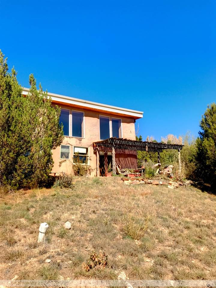 67 Old State Road 3, Arroyo Hondo, NM 87513