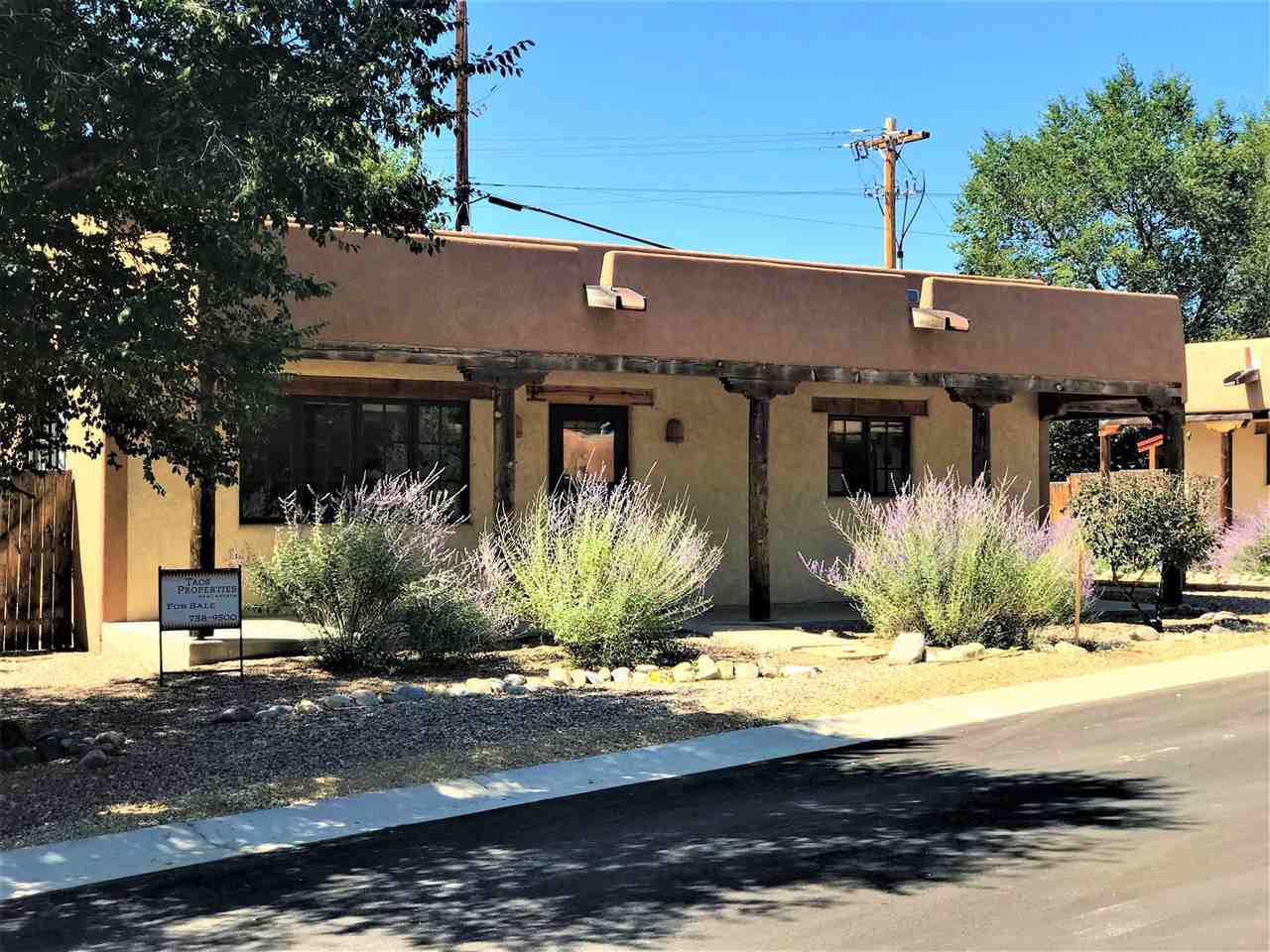 321 Pond Court, Taos, NM 87571