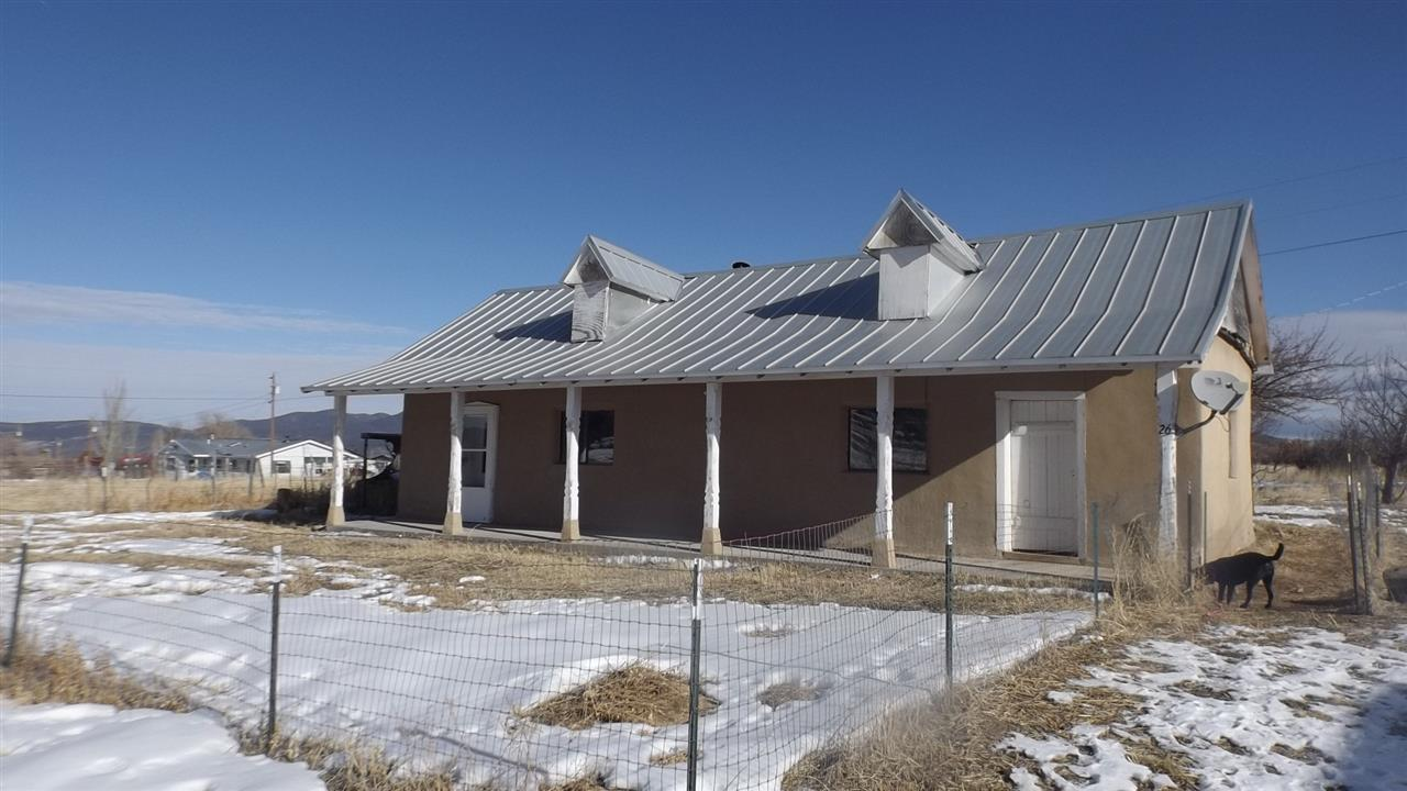 26 Upper Llano Road, Llano, NM 87543