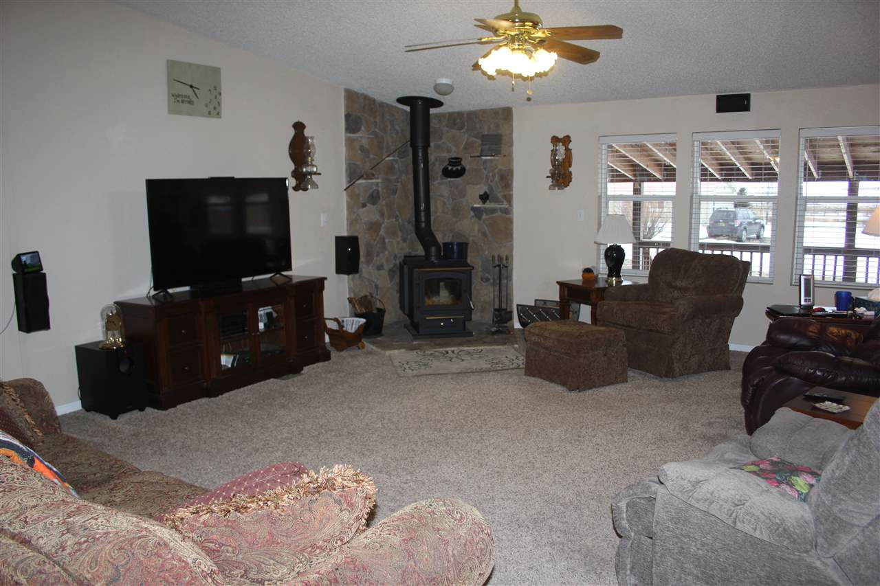 501 Lake Ave, Eagle Nest, NM 87718