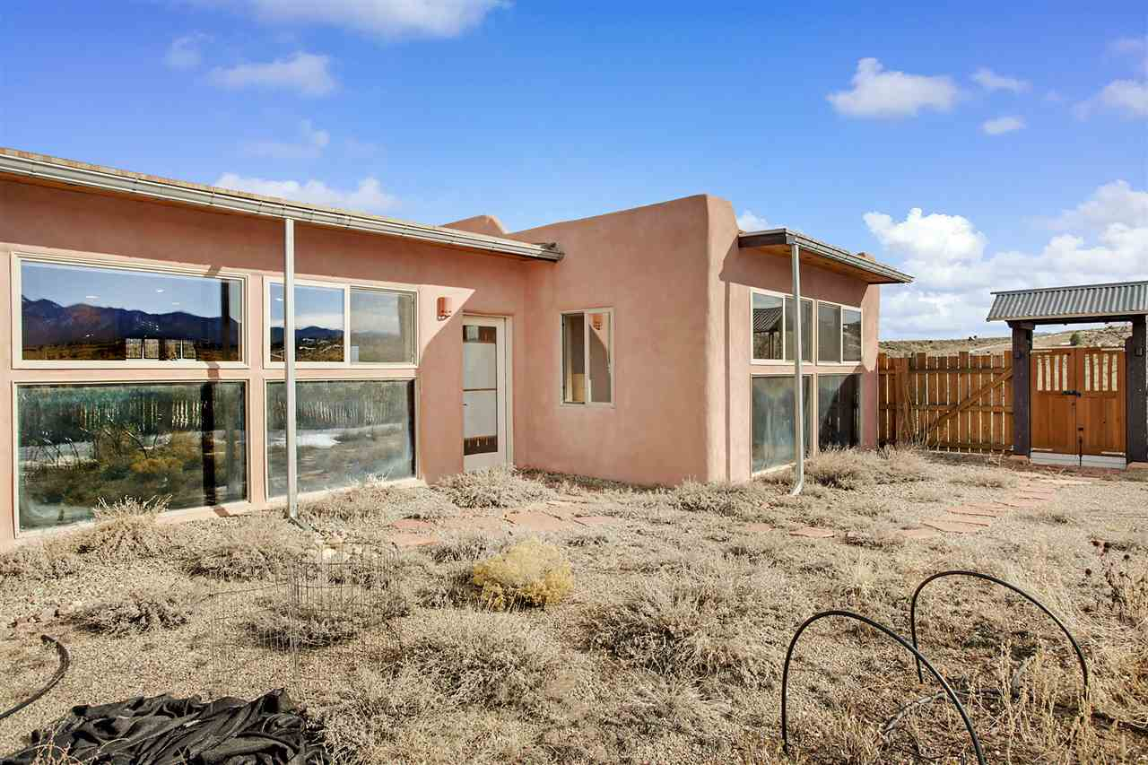 34 Adams Road, Ranchos de Taos, NM 87557