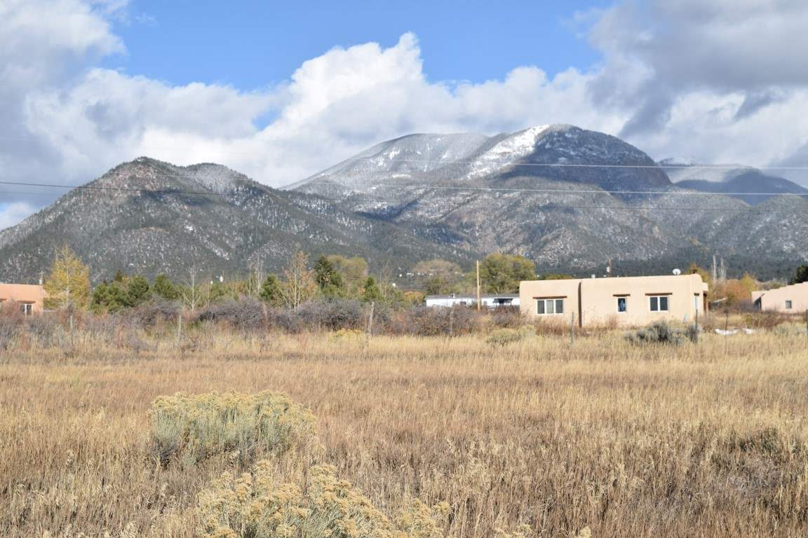 Las Animas Road, Arroyo Seco, NM 87514