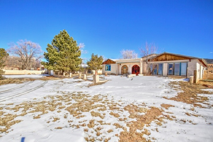 261 Maria Elena Loop, Taos, NM 87571