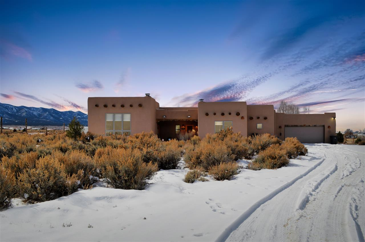 15 Calle Angelo, Taos, NM 87557