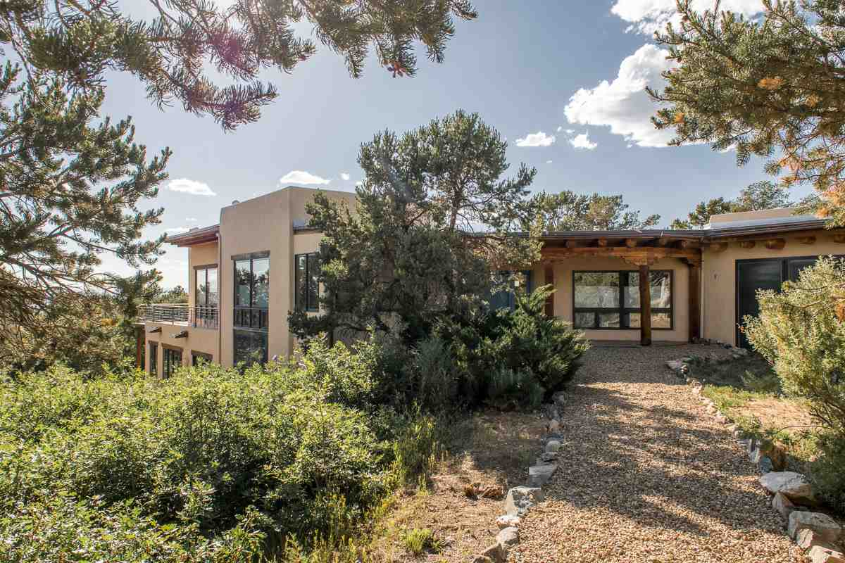 72 Calle Coyote, Taos, NM 87571
