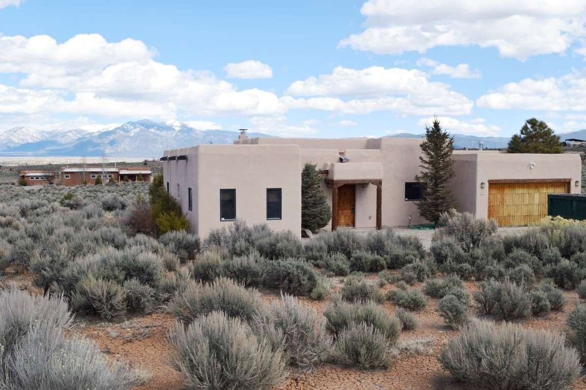 19 Rahill Road, Ranchos de Taos, NM 87557