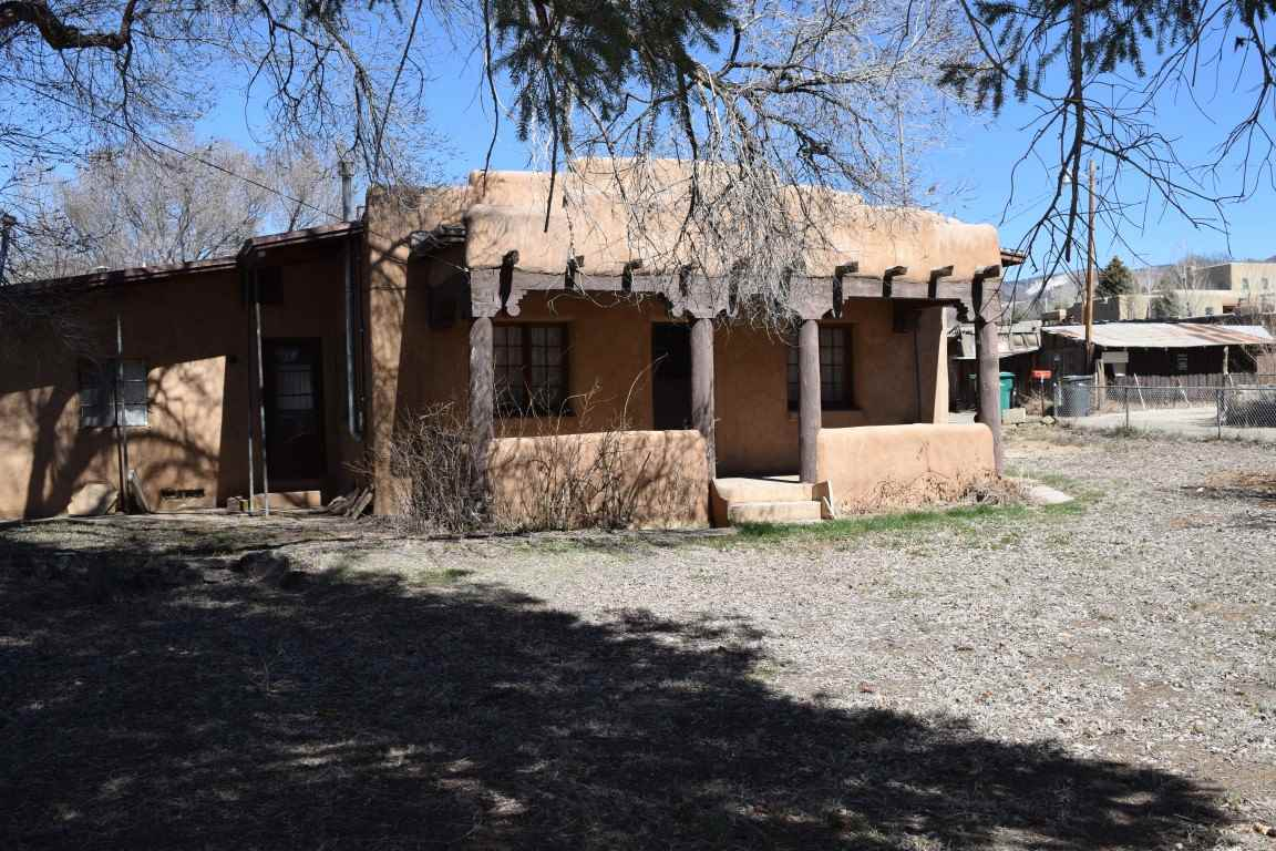 106 De Teves Lane, Taos, NM 87571