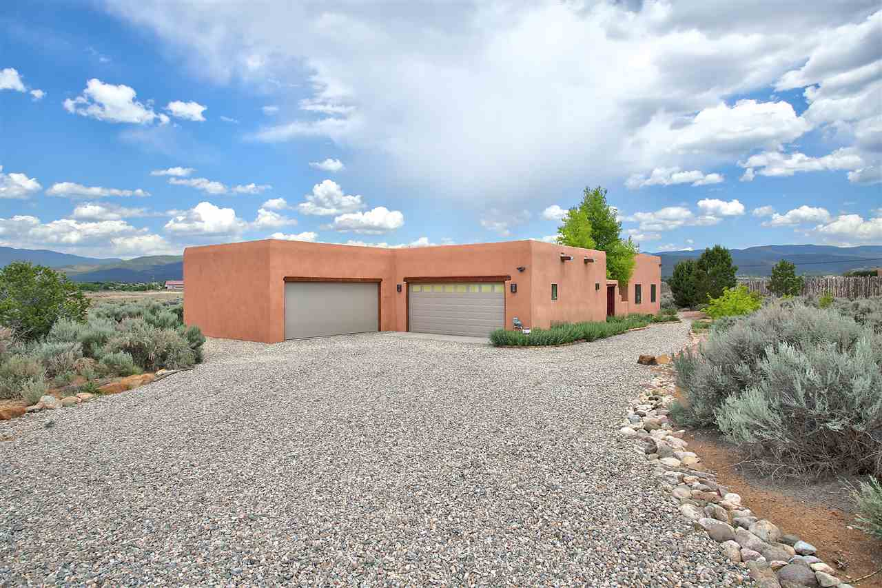 7 Sophia Lane, Ranchos de Taos, NM 87557