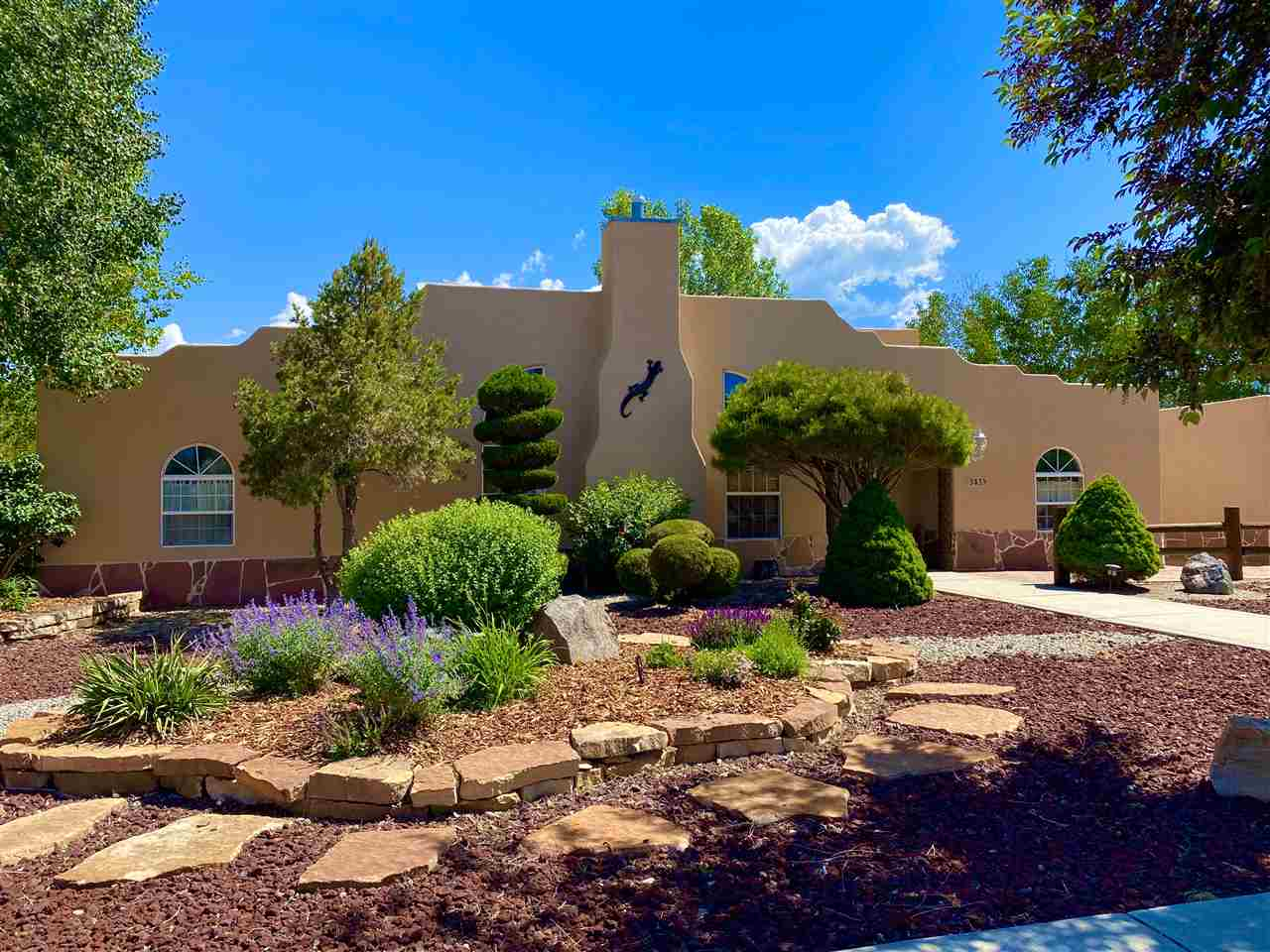 343 Sierra Vista Lane, Taos, NM 87571
