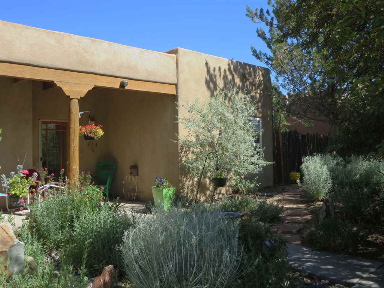 314 South Trapper Road, Taos, NM 87571