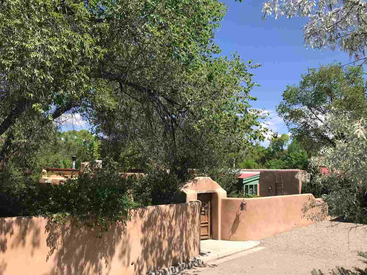 401 Geronimo, Taos, NM 87571