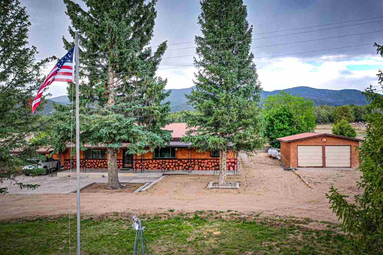 1284 State Road 75, Penasco, NM 87553