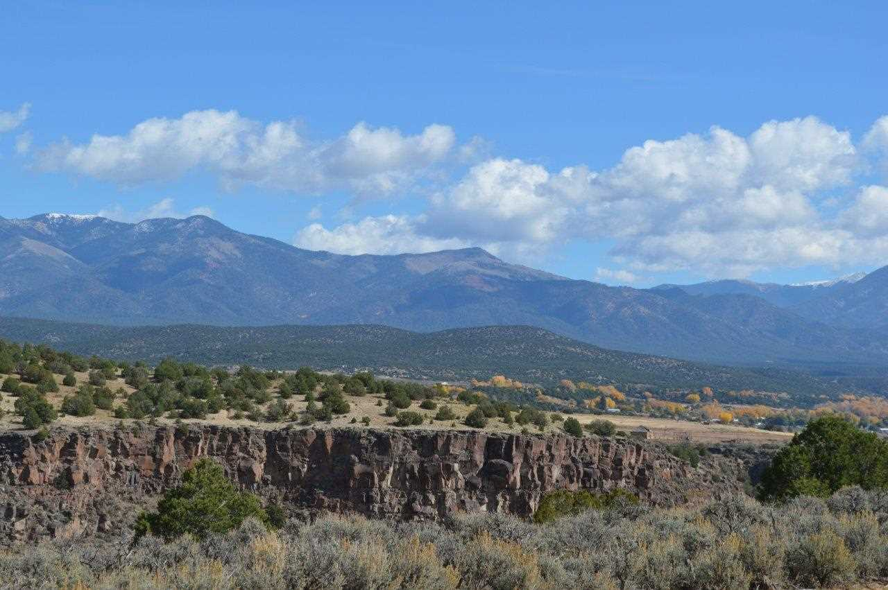Los Rios Road, Taos, NM 87571