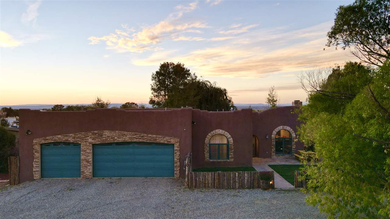 320 Calle Crystal, Taos, NM 87571