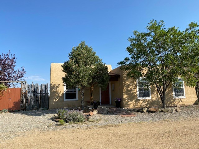 9 Wishbone Road, Taos, NM 87571