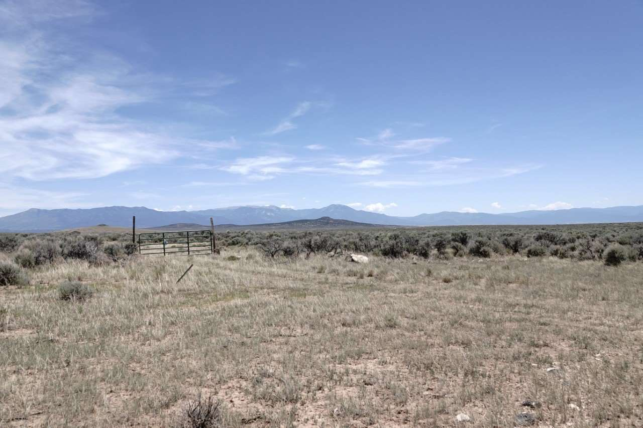 55 n Chili line lot 16, Tres Piedras, NM 87577