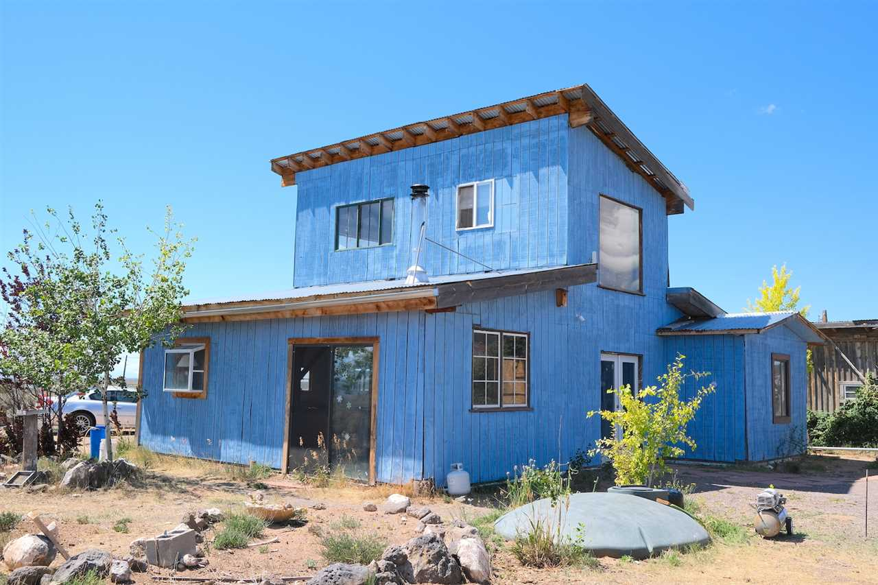 27 Blanco Road, Tres Piedras, NM 87577