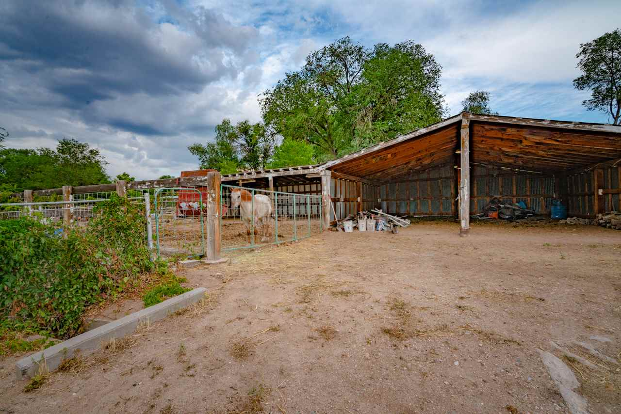 20 County Rd 98, Chimayo, NM 87522