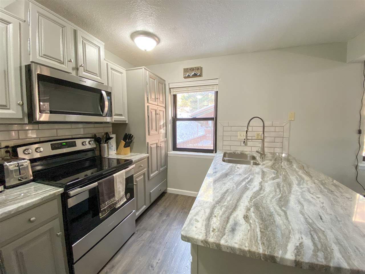 25 Mammoth Mountain Rd, Angel Fire, NM 87710