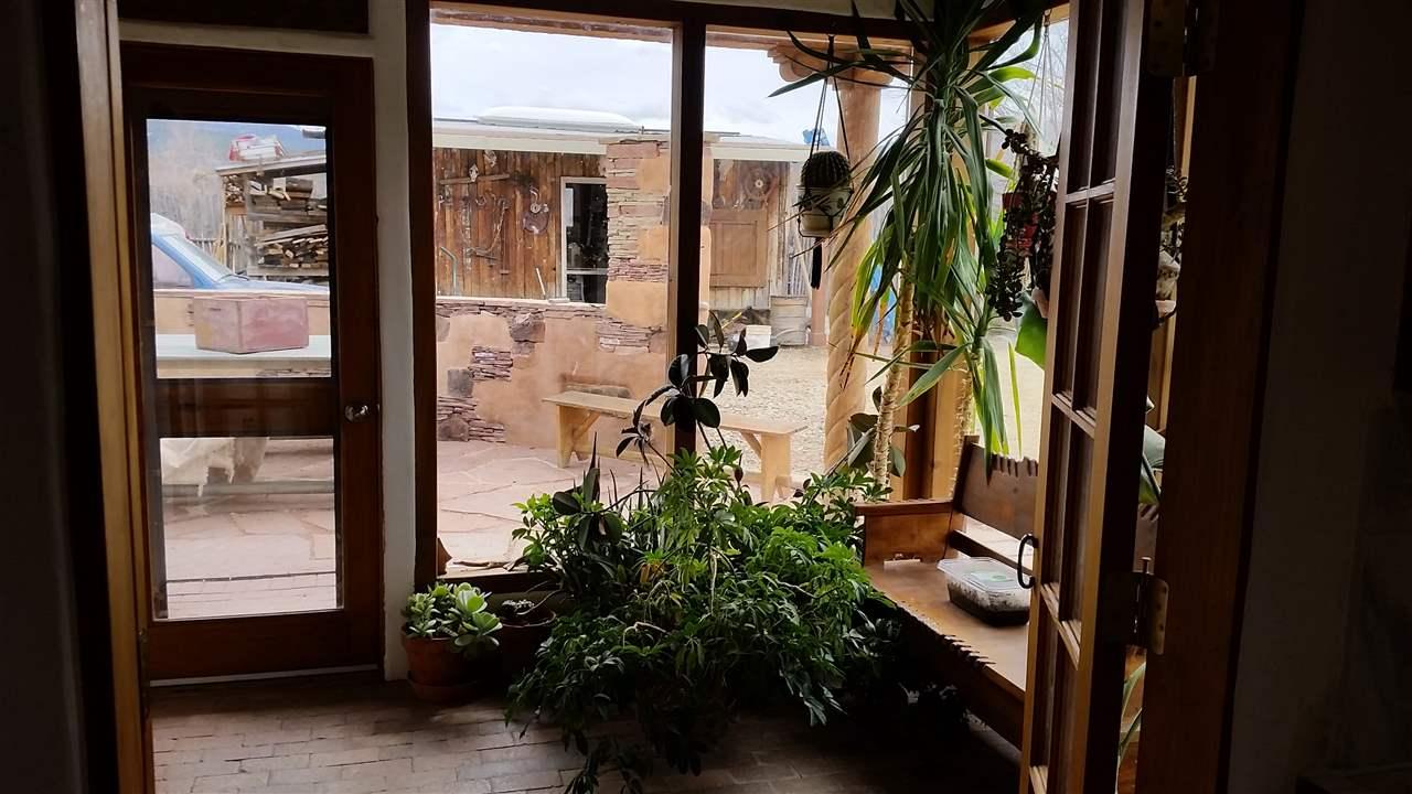 http://search.taosmls.net/taos_mls/images/99554-5.JPG