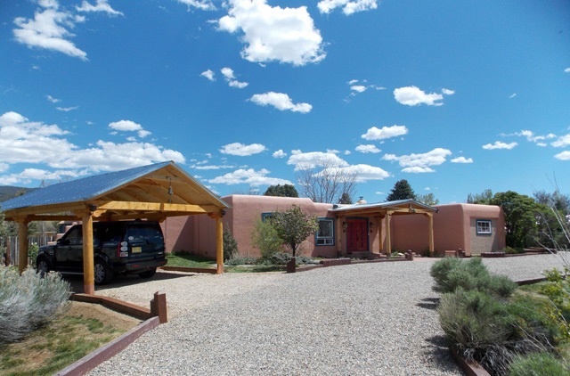 915 Calle Conquistador, Taos, NM 87571