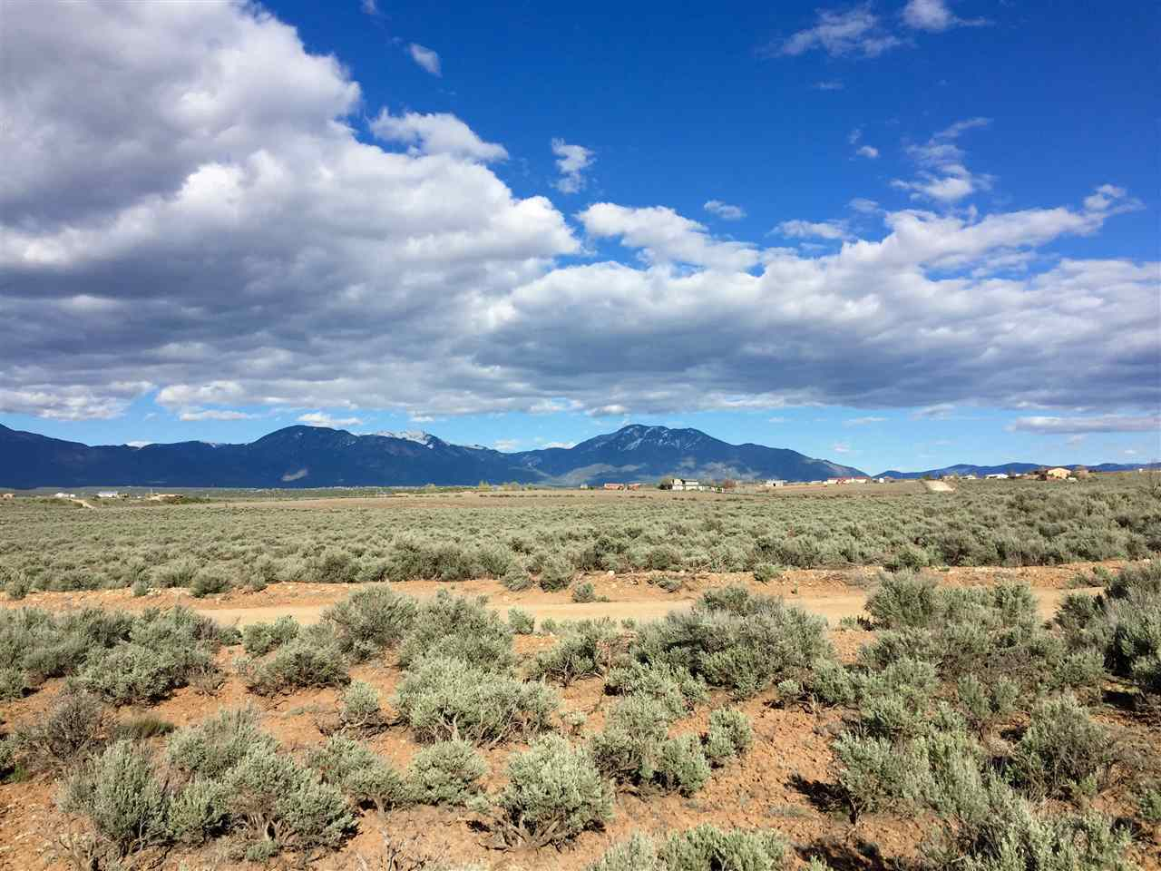 Lot on Calle Conejo, Taos, NM 87571